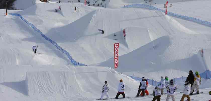 italy_livigno_snowboarders.jpg